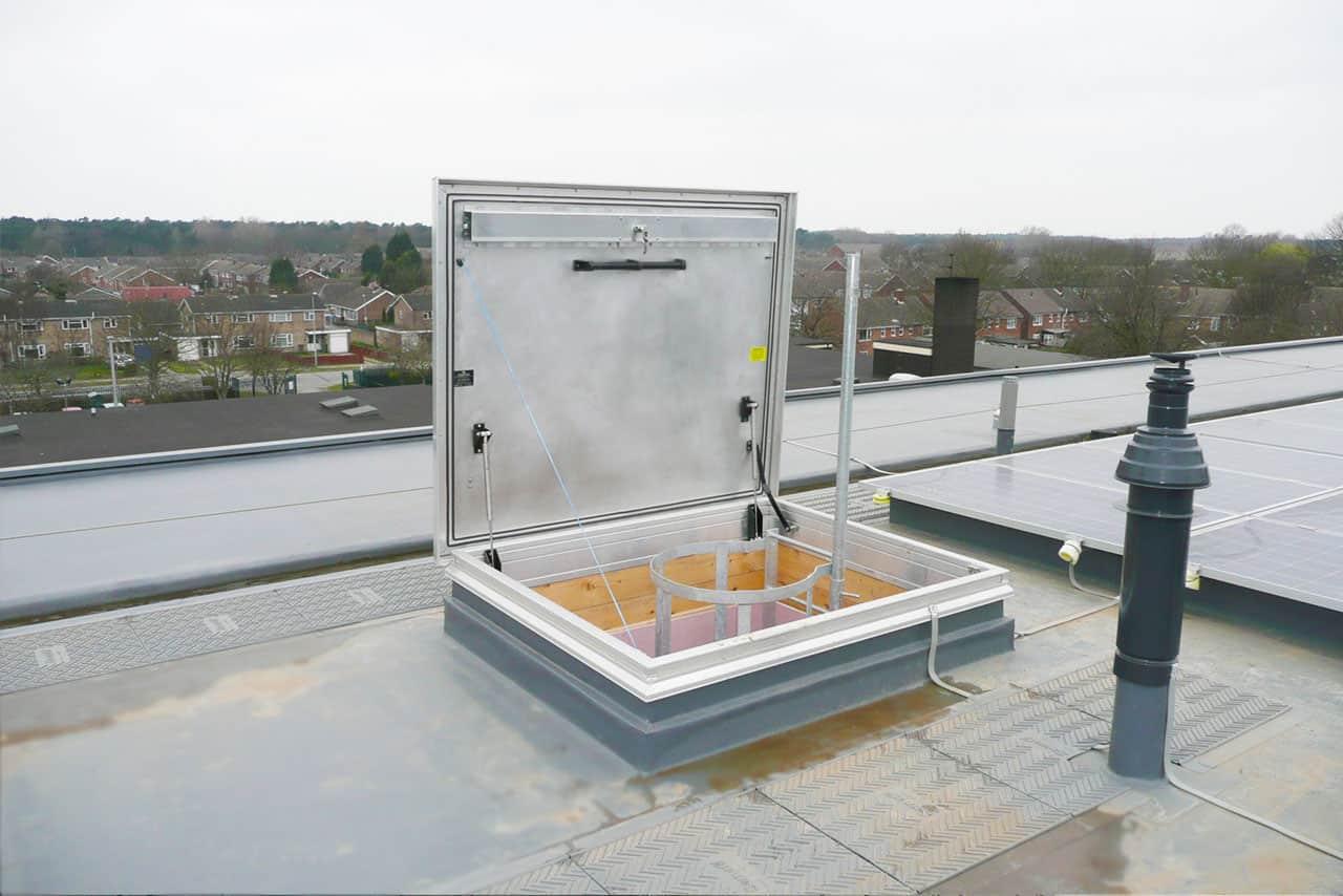 Люк для крыши дома своими руками